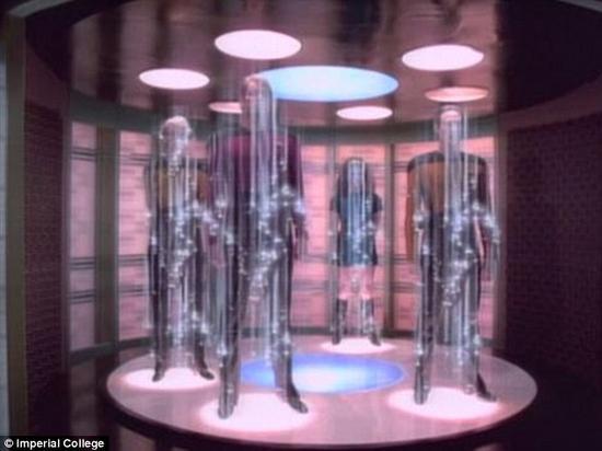 研究人员对帝国理工学院科学家提出的理论进行了升级,并不仅限于传输数据。他们希望利用这项技术让以人为主的事件隐形。如果光束之间的间隙足够大,一个人便可在无人察觉的情况下穿过这道间隙,而后在另一个地方出现,表面上看就像《星际迷航》中的远距传物一样。