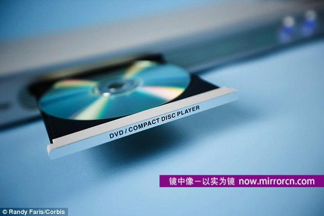 澳大利亚斯威本科技大学的科学家研制出新一代DVD,可存储1000TB数据,是普通DVD的21.2万倍,能够存储4万部高清晰影片。